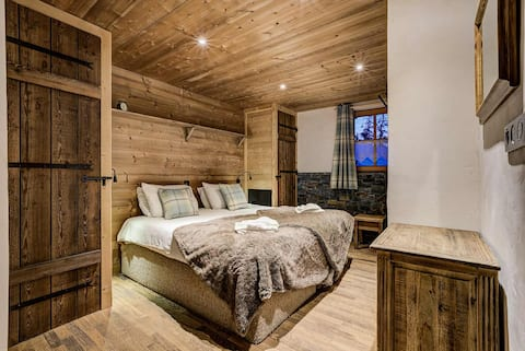 Chalet Jacques-10 person chalet, hot tub and sauna