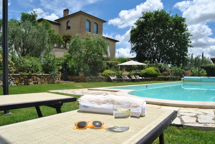 Full Estate in Montepulciano with Heated Pool incl