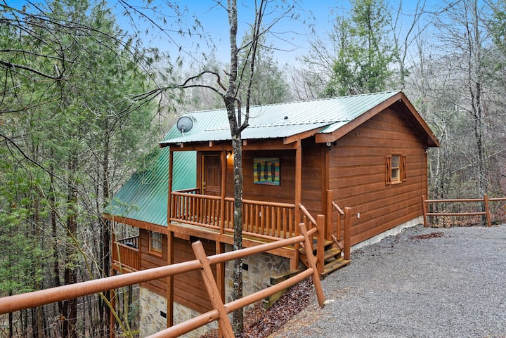 Secluded 1BR Cabin   Valley Views  Hot Tub