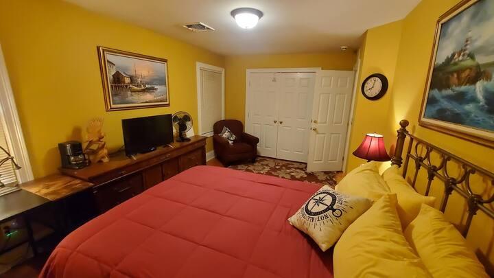 Mariner's Room @ Partridge Xing - Queen, HDTV desk