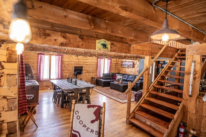 Huge cabin, off the beaten path, yet convenient