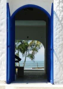 Ancho de la entrada es 1.60m (63 pulgadas). Main entrance door is 1.6m (63 inches width)