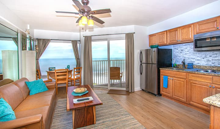 BEACHFRONT Condo - Belleair Beach Club - RENOVATED