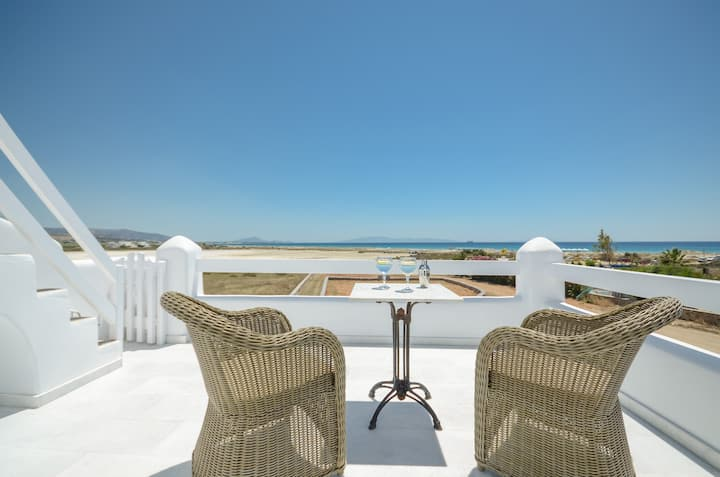 Seaside Elegant villa with sea view, m.vigla Naxos