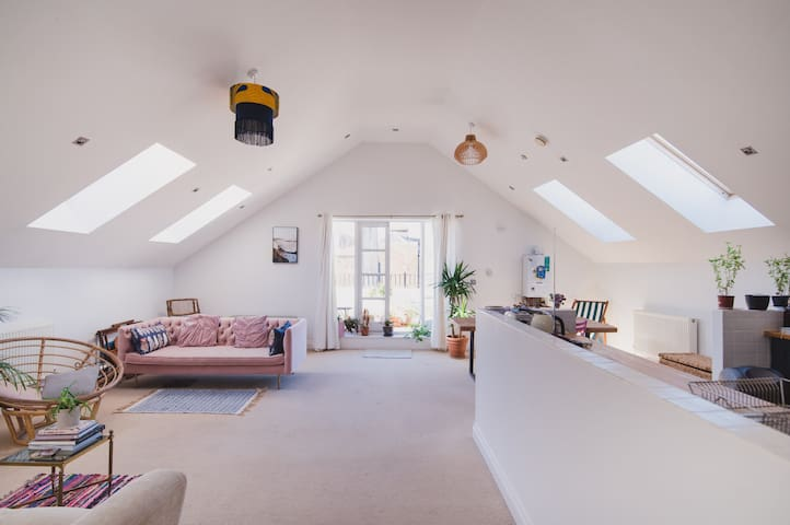 Cool loft with sunny balcony in Margate's Old Town