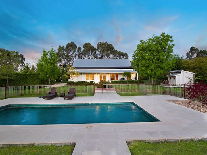 Large Private Poolside Home for 6 People