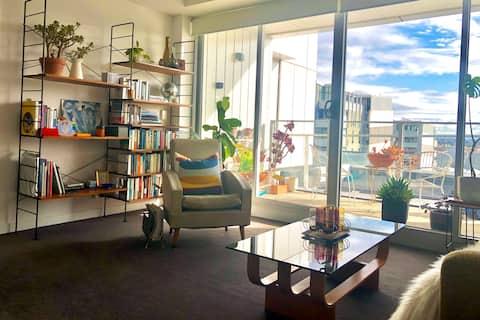 Light-filled 1 Br apartment - close to Thornbury