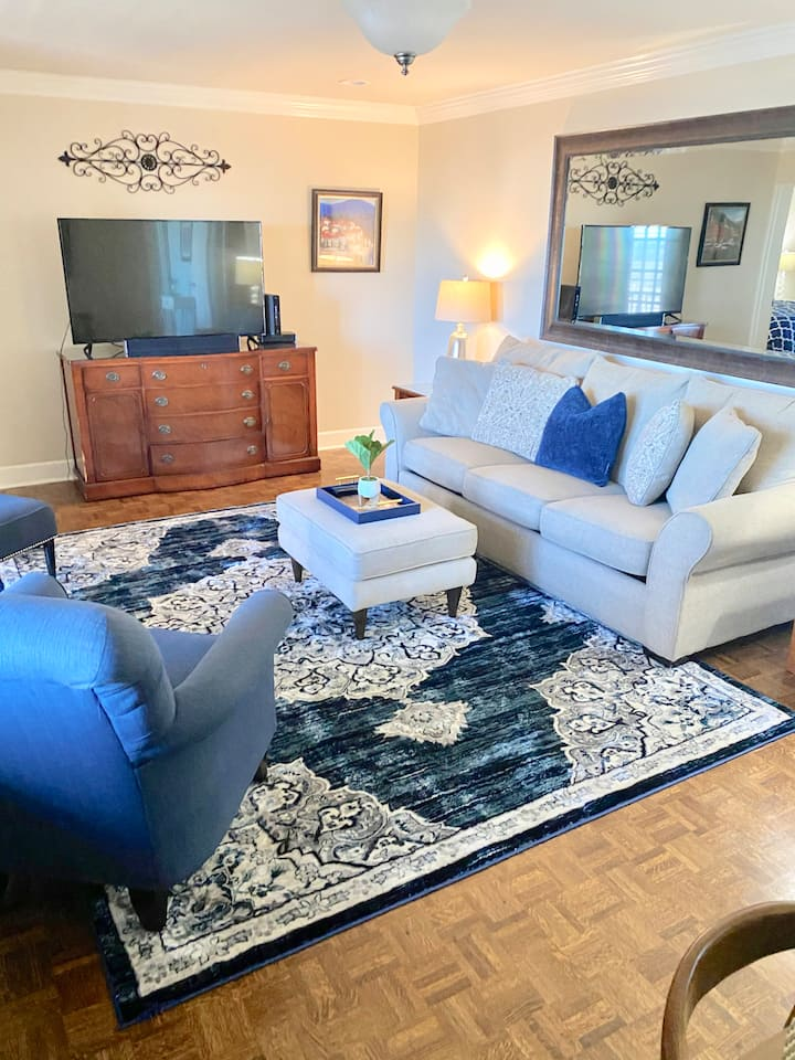 21G - Completely remodeled 2 BD 2 BA condo in downtown Atlanta! Free Parking!