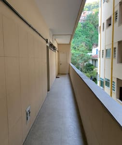 Hall até a porta do apartamento