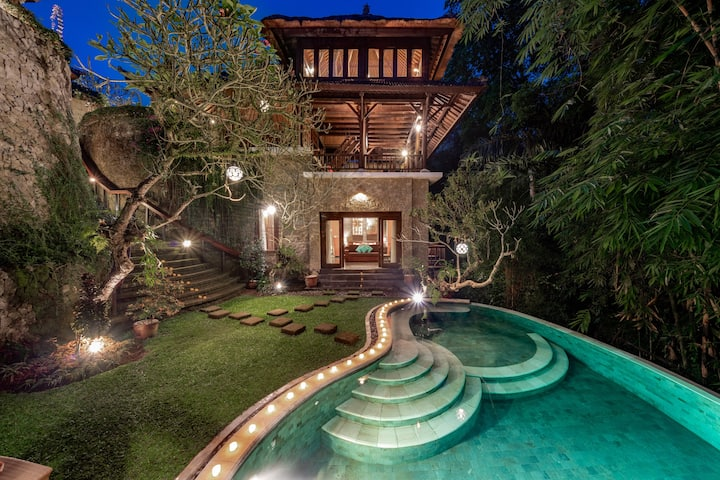 3BR Luxury Villa w/ Pool & View in Ubud Center