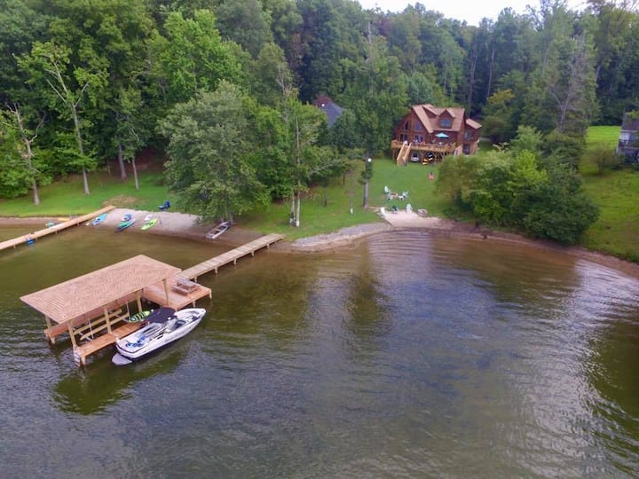 Gorgeous Lakefront Log Cabin w/Private Beach