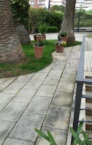 Ingresso giardino privo piatto e privo di gradini