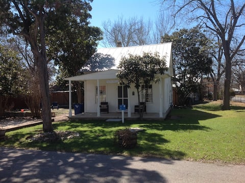 Historic Cottage near downtown New Braunfels