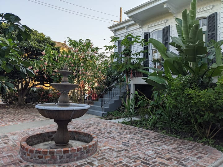 Balcony/courtyard Mansion near Bourbon St Suite 14