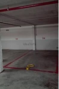 Amplio aparcamiento con acceso mediante rampa, escaleras o ascensor, adaptado a todo tipo de discapacidades