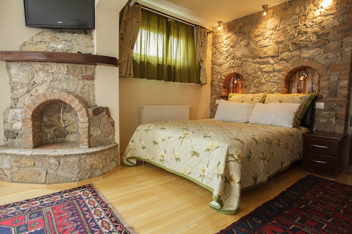 Spacious Family Room on the Lake - FULYA PENSION