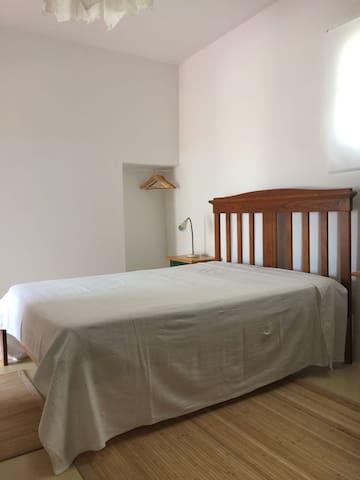 piso r/c quarto grande - cama casal