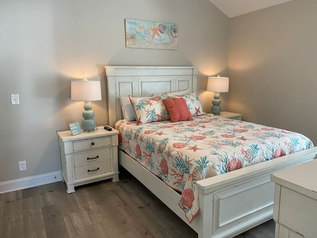 """2nd floor Queen Bedroom (2nd) lots of room for an infant sleeper/pack/play, closet, dresser and a 42"""" TV"""