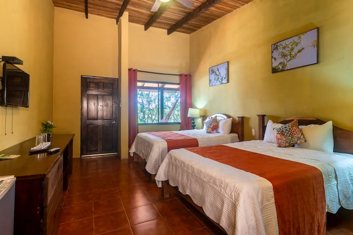 Rinconcito Private Room  2 Queen Beds Gardens View