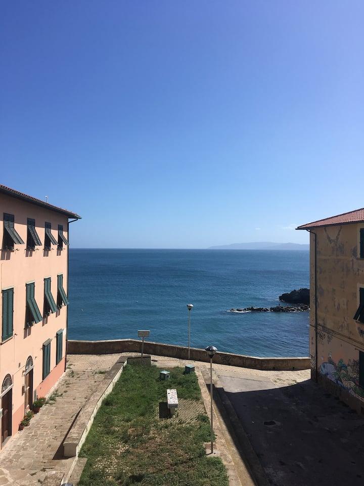 Grande appartamento con vista sul mare.