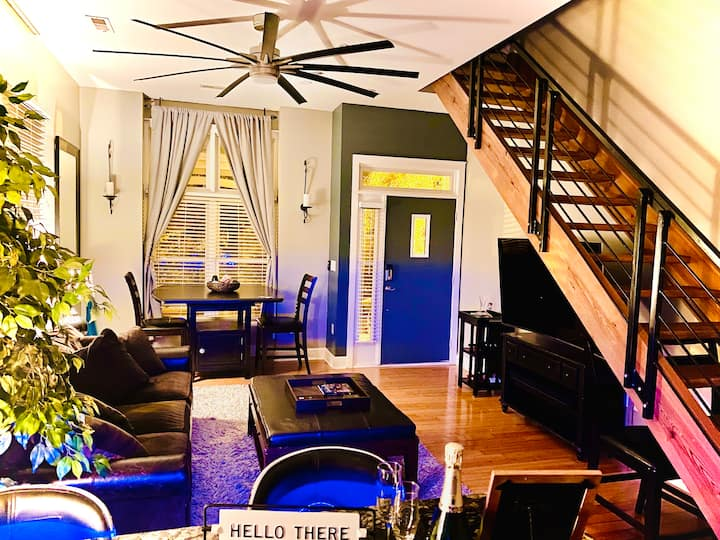 ℒ𝓊𝓍ℯ Uptown Smart Loft Work-Travel Staycation