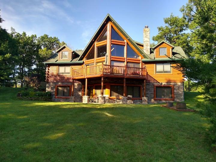 Luxury Lodge on Castle Rock Lake