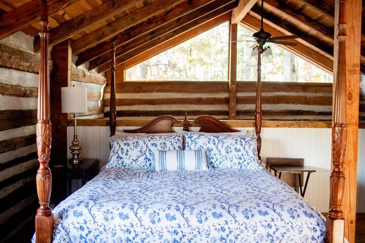 Master Suite Loft (open to Great Room below) - California King Bed