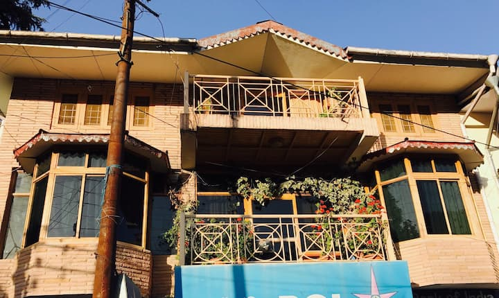 Entire Wooden Villa in the Heart of Nainital City