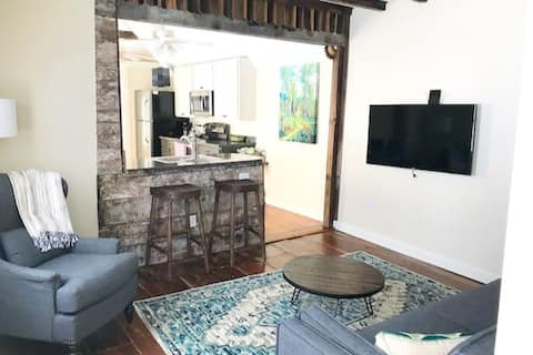 Spacious 1BR/1BA Downtown, One Block to King  St!