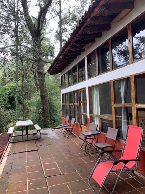 Cabaña María Luisa: bosque, lago y aventura