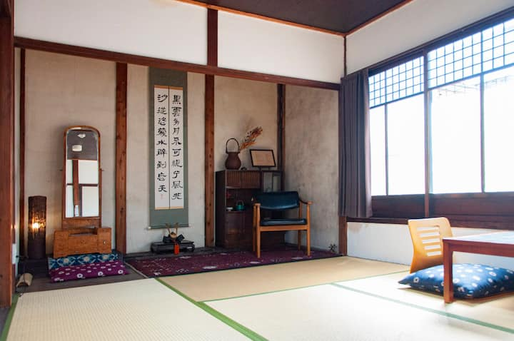 【Near Nijo-castle】100 years Basic TATAMI Room.