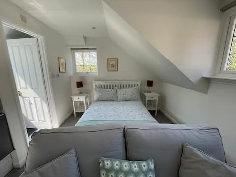 The Loft with free off road parking