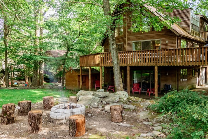 Chalet w Fire Pit+Golf Views at Lake Wallenpaupack