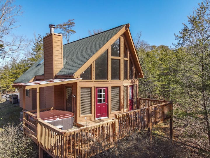 Easy Access to Pigeon Forge with Mountain View!