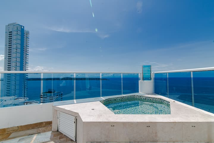 Million dollar view + private Jacuzzi