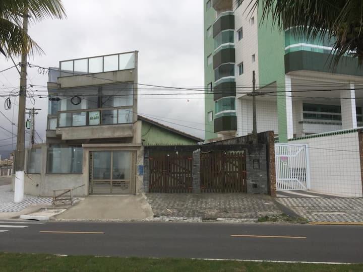 casa mobiliada de frente para o mar