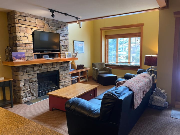 3 Bedroom with Loft & Den |  Private Hot Tub