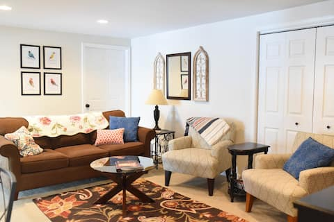 Luxury, Charm and Privacy in Spacious Apartment