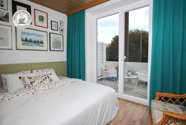 ★ By the Lake, Bright, stylish place, 50m-bus  2/7