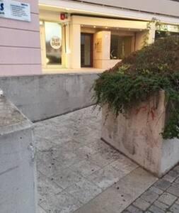 ingresso scivolo che porta all'ingresso del palazzo