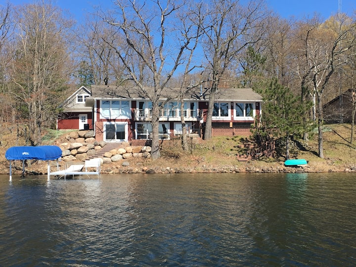 New Cottage Style Home on Pristine Pipe Lake