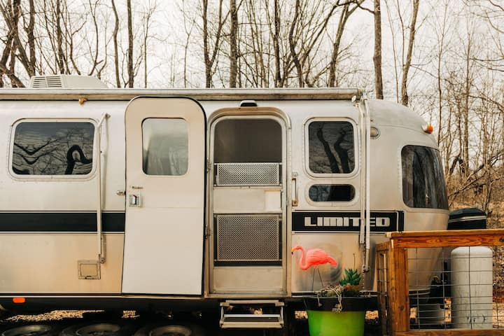 *Airstream*GOATS*Secluded*FARM*OutsideClawFootTub*