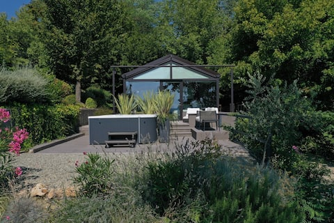 Glass House & SPA - DCA Certified -