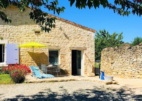 La Ponne, pretty cottage in Deux-Sèvres!
