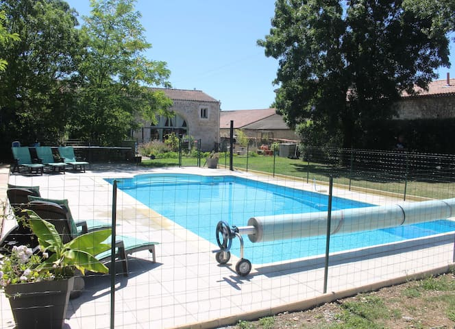 Large house with private garden & swimming pool