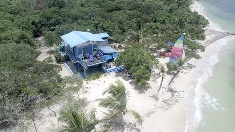 Casa Gaviota / Baru Beach House a pasos del mar!