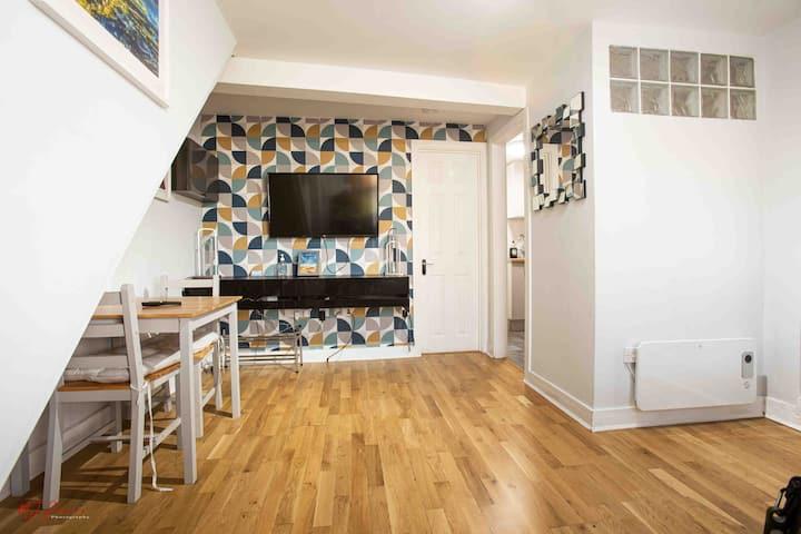 SV-NEAR BEACH-NO CONTACT CHECK IN- SMALL 1 BEDROOM