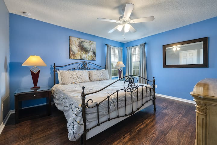 """Upstairs Master Ensuite with walking in closet, King Size Bed, Ceiling Fan and 50"""" Smart TV"""