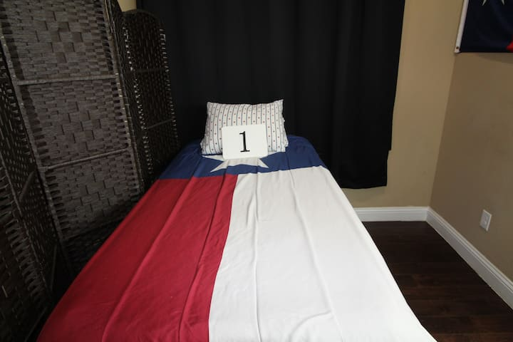 Bed 1 Shared Space in Dallas Near to Downtown!