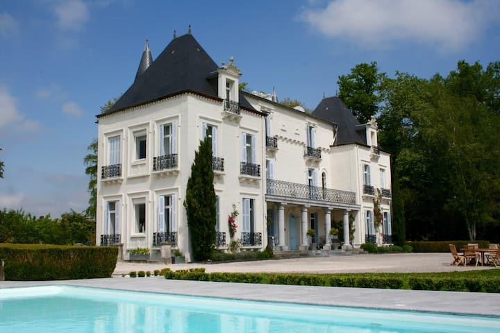 """Chateau Mont Joly B&B: """"Les Vignes"""" (near Pau)"""